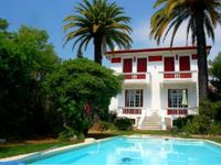 Lovely French Home, perfect for our company of 8 people, wonderful host and great with our own pool.