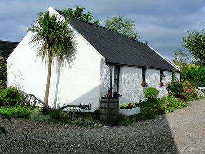 Side view of Coves' Cottage