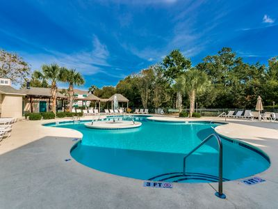Photo for Walk to beach. Resort amenities. great for families, Free WiFi,Tennis Courts