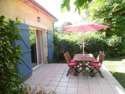 Photo for Cottage for 2 with pool in the countryside 35 minutes from Bordeaux