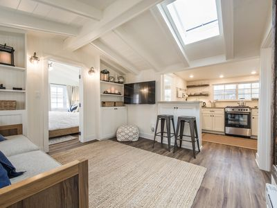 Luxurious Gem Cottage - High End 2 Bedroom W/ Parking & Air Conditioning