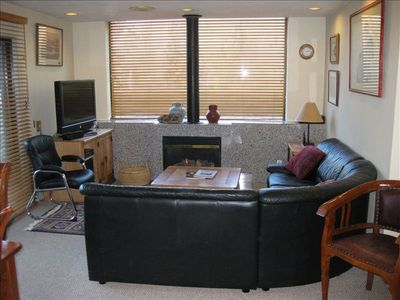 Lots of sunshine unit, gas Fireplace, wireless internet, cable TV & 100++ DVD's.