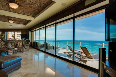 Open the wall to wall doors to enjoy the 180 ocean view