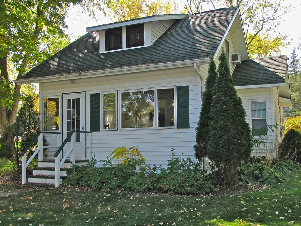 Lake Shore Bungalow Classic 1930s Summer G Homeaway