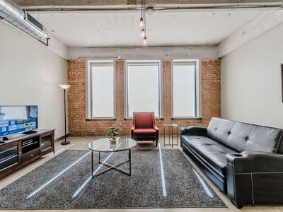 Photo for Big Comfy 2 Bedroom Apartment in Downtown Dallas (RS723)
