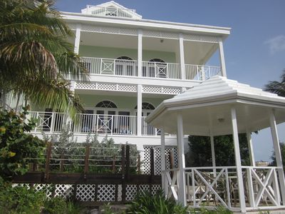 RE-OPENING SPECIAL FOR TOP PROPERTY! OCEANFRONT PROPERTY WITH BOAT INCLUDED!