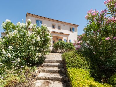 Photo for Modern Villa in Saumane-de-Vaucluse with Swimming Pool