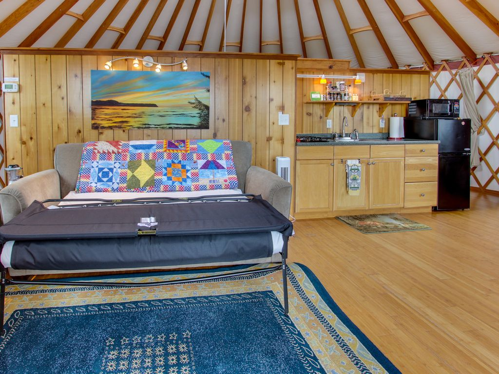Cozy Oceanfront Dog Friendly Yurt With Private Hot Tub