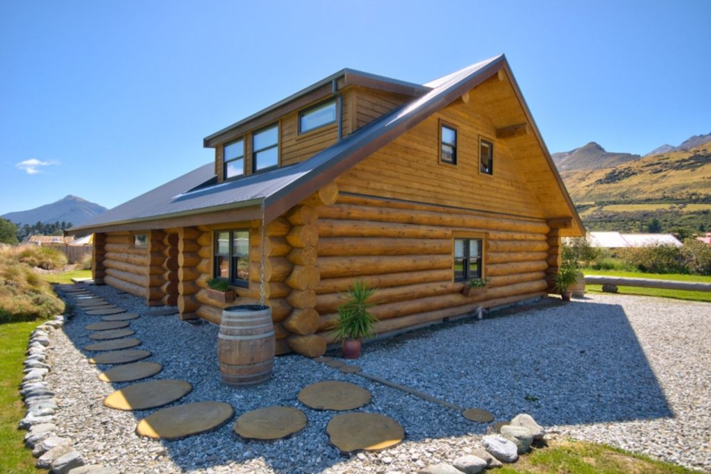 Glenorchy Log Home - Stunning Mountain Views