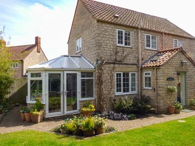 Photo for CASTLE VIEW, pet friendly, with open fire in Helmsley, Ref 2779