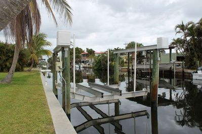 As a guest at Tarpon Camp, you will have the use of the new 12,000 lb boat lift, so you can maintain and care for your boat during your stay.