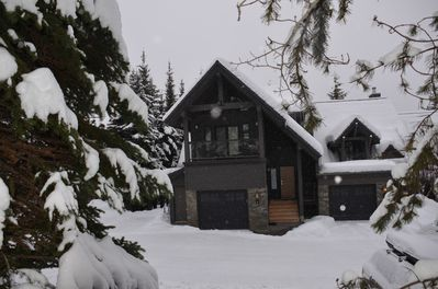 100 paces from ski run! The only rentablerenovated/expanded unit in Cedar Ridge