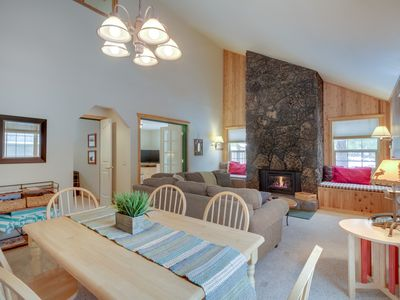 Photo for New Listing! Modern home w/private hot tub, shared pool, SHARC passes -Dogs OK!