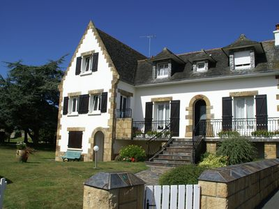 Photo for Characteristic holiday home 800 m from the beach with large garden in Brittany