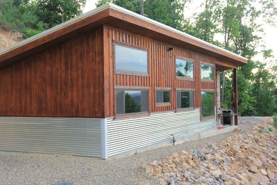 Bella Vista!! Incredible secluded off grid cabin overlooking the Lake!