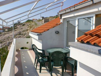 Photo for One bedroom apartment with terrace and sea view Zubovići (Pag)