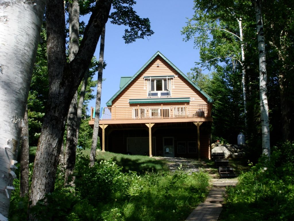 Amazing lake house retreat in embden maine homeaway for Cabin rentals in maine with hot tub