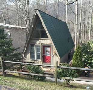 Photo for Cozy cabin on the river in Millridge with swimming pool and tennis courts !