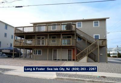 Photo for Beautiful beach block unit just off the beach! Unobstructed view of the ocean!