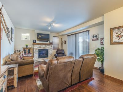 Photo for Luxury 2 Bed 2 Bath at Trailhead Lodge / Sleeps 7