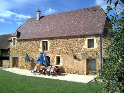 Photo for Fabulous, well equipped stone house with private pool, near Sarlat, Dordogne
