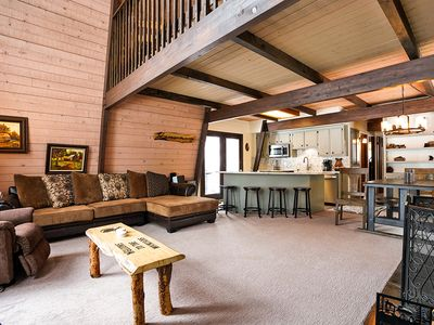 Slope Side Retreat- Walk to Bear Mountain & Awesome Slope Views Pets Welcome