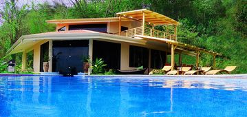 La Luxuria Rock Star Villa -**** HIGHEST RATED AND BEST DEAL IN THE AREA!! ****