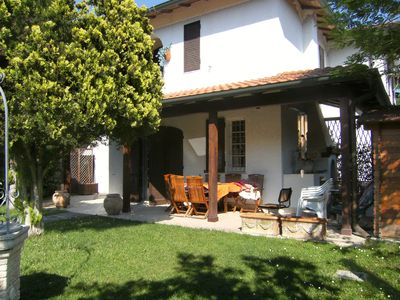 Photo for Beautiful villa with large garden in a corner a few steps from the sea