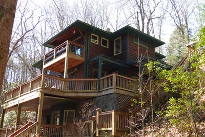 Side view of Serenity Cabin
