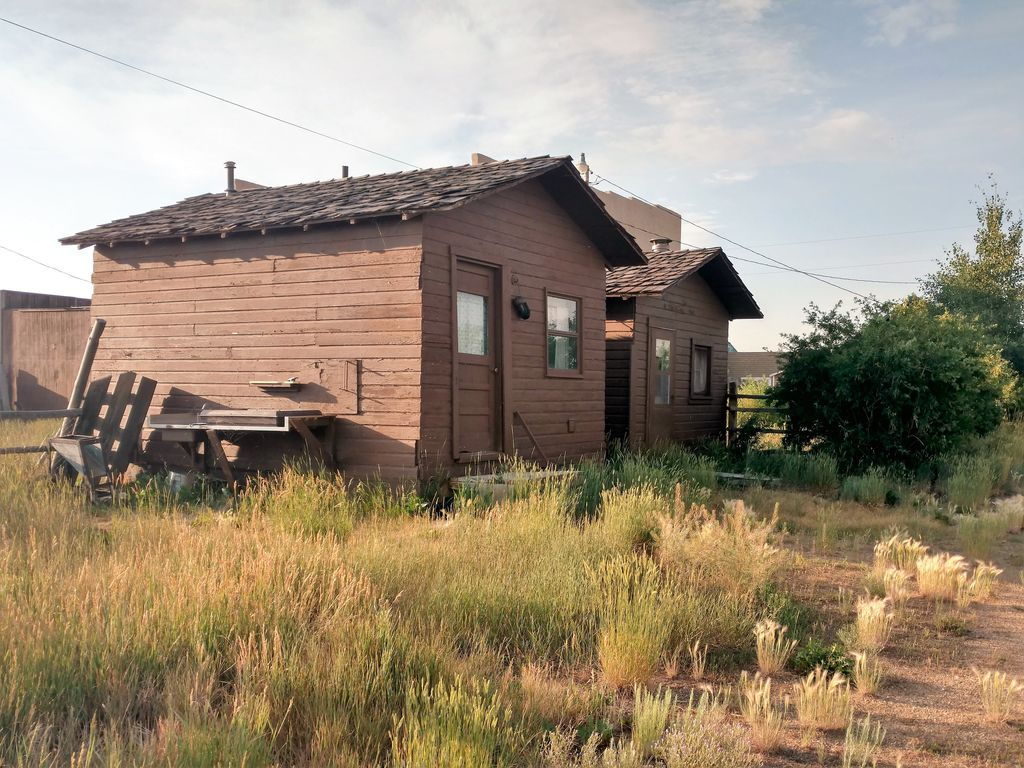 Grizzly lodge hunting fishing camp cabin 3 cowdrey for Colorado fishing lodges