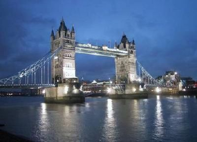 This view of Tower Bridge is just 100m from the apartment!