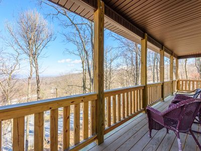 Large Lodge on Beech Mountain, Walk to Slopes, Views, Pool Table, AC, Club Privileges, Pet Friendly