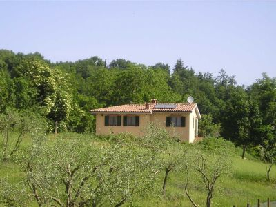 Photo for A comfortable nice cottage in the quiet hills between Siena and San Gimignano