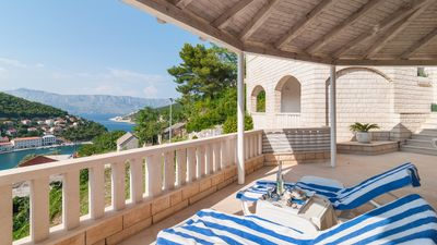 Photo for Very nice holiday home, with stunning views of the bay of Pucisca