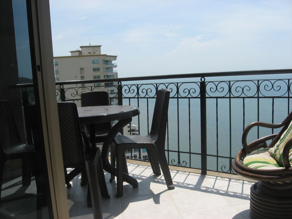 Right on the beach 15th floor two bedroom two bathroom for 15th floor on 100 floors