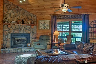 Escape to this 4-bedroom Ellijay cabin for a relaxing retreat!