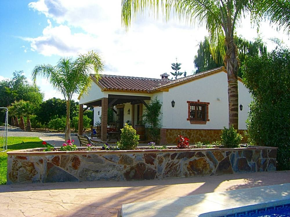 Quality villa 7 8 people gardens and big private for Gardens and villa