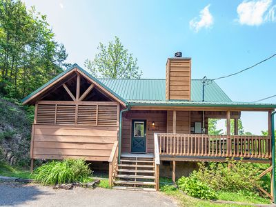 Base Camp - Great Cabin! - Great Location!