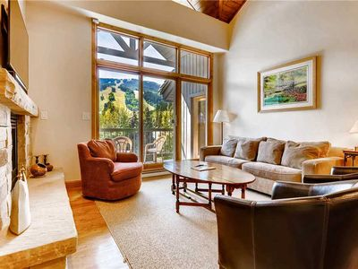 Photo for Spacious and bright condo, mountain views, on-site outdoor pool & hot tub