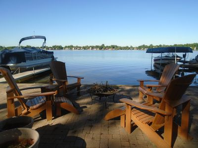 Lake front patio w/fire pit.  Firewood included and available.  Great bon fires!