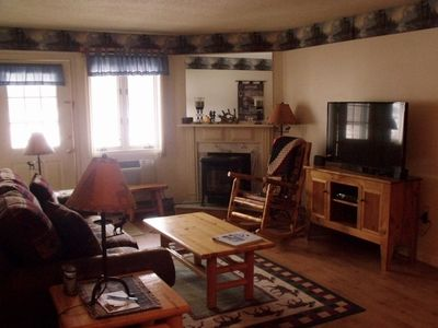 Photo for Spacious 1 BR Condo Close To Loon Mountain With King Bed & Queen Murphy Bed