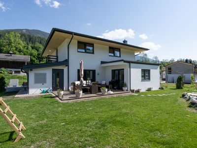 Photo for Luxurious holiday home with 3 bedrooms, 3 bathrooms and lots of privacy