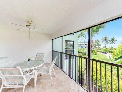 Photo for Gulf front condo w/ a shared pool, & tennis courts plus easy beach access!