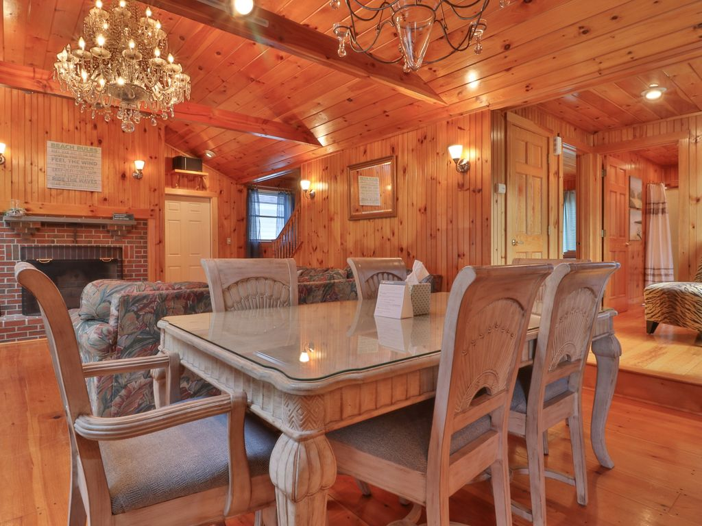 Rustic Home W Wood Stove And Private Patio 3 Blocks To