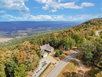 Photo for Modern Mountain Escape : Stunning Views and 20 minutes from downtown Chattanooga