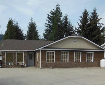 Photo for Mountain View home in a quiet neighbourhood a few minutes from the Shuswap Lake