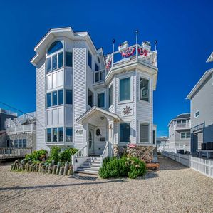 Photo for 3rd from Beach,Groups,Rooftop HotTub, Pets, Sleeps 8-27, huge dining table