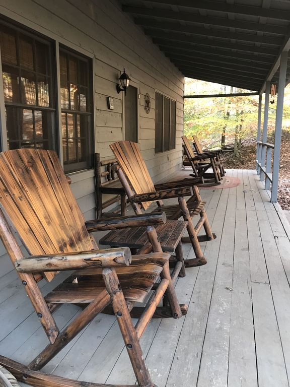 Big canoe mountain cabin perfect for families with dogs for Big canoe lodge