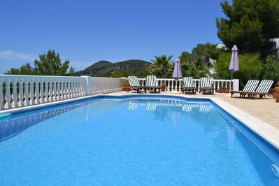 Sparkling Pool with 6 Sunbeds and 6 other seats around Poolside