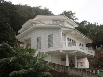 Photo for Nice house in Bombinhas located on Morrinhos beach with sea view.